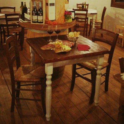 Set Shabby Chic Tavolo in legno + 2 sedie noce impagliate ...
